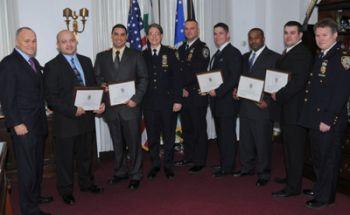 NYPD Comissioner Kelly (links) bei der Auszeichnung des CCTV Teams